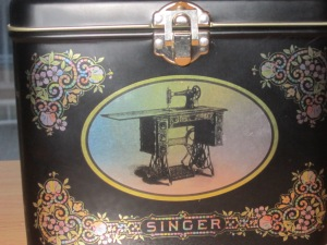 Find of the week - Singer Sewing Tin Box